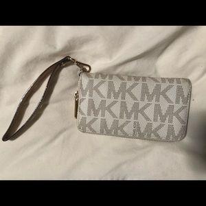 Michael Kors Bags - Michael Kors Clutch Wristlet